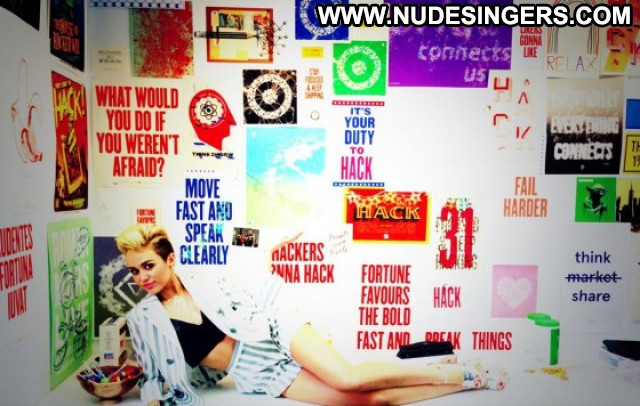 Miley Cyrus Los Angeles Beautiful Celebrity Babe Facebook Posing Hot