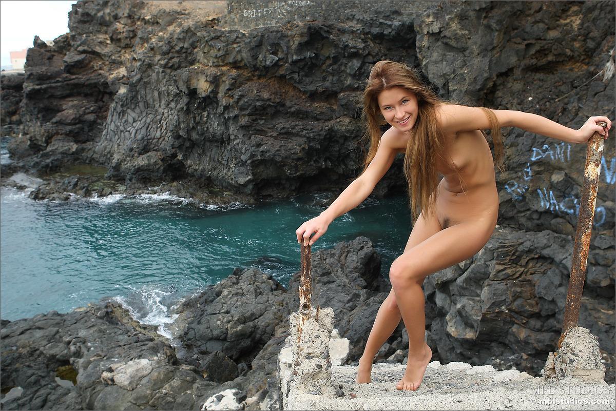 Maria Naked by the Sea  NudesPuricom