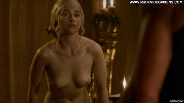 Emilia Clarke Game Of Thrones Brunette International Sensual Posing