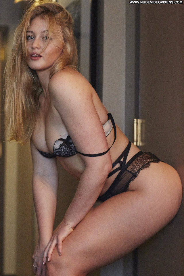 Iskra Lawrence Posing Hot Celebrity Lingerie Beautiful Babe Hot Cute