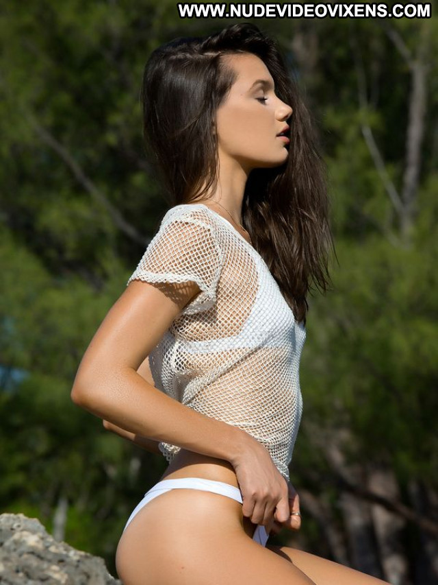 Hailey Outland Babe Beautiful Celebrity Sexy Model Posing Hot Cute