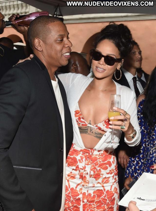 Rihanna Beverly Hills Paparazzi Babe Posing Hot Beautiful Celebrity