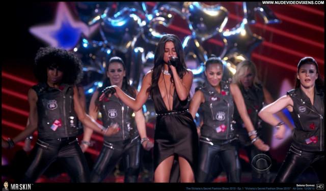 Selena Gomez Victoria Secrets      Lingere Fashion Show Medium Tits