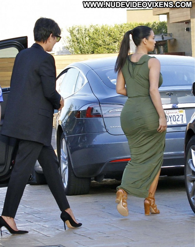 Kim Kardashian Babe Beautiful Paparazzi Celebrity Mali Posing Hot