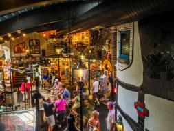 Dentro de la casa de Hundertwasser