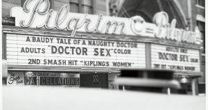 "Pilgrim Theater. En cartel: ""Dr. Sex"" (1964). © WC"