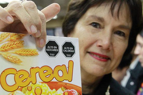 Producto alimentario con el nuevo etiquetado en Chile.