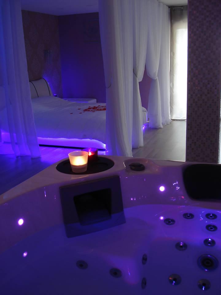 ESCALE VENITIENNE Suite avec jacuzzi privatif et piscine chauffe