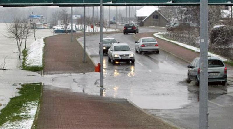 Brčko: Sava poplavila dio puta, saobraćaj otežan