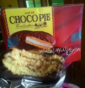 Lotte Chocho Pie : Cake Isi Marshmallow Saus Coklat