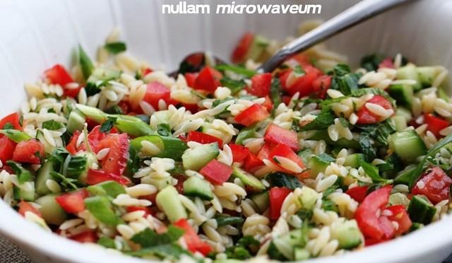 Salade van orzo met verse kruiden