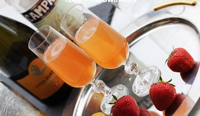 In the Mix: cocktail van Aardbei, Prosecco, Campari en Vlierbloesemlikeur