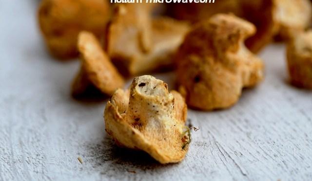 Kip met bospaddenstoelen en riesling