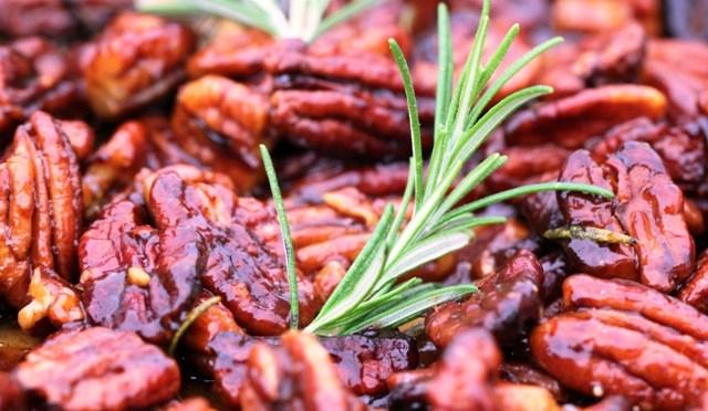 Geroosterde pecannoten met rozemarijn