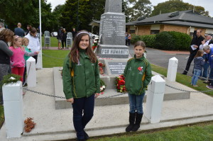 The kids from Whitikahu School with their wreath.