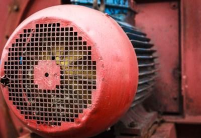 Старый, красный мотор