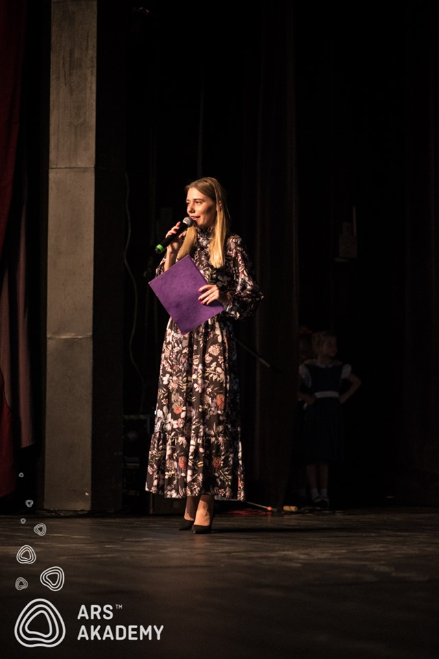 moderovanie moderátorkou Nicole Ars Akademy