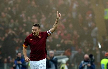 Francesco Totti gioca l'ultimo derby