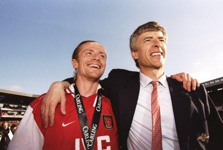 Petit e Wenger nel 1998 all'Arsenal | numerosette.eu