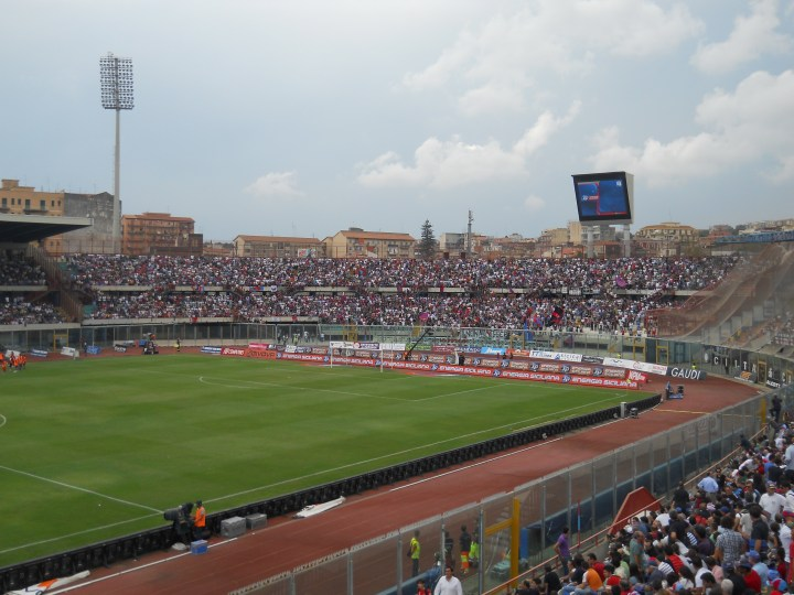 La curva del Catania prima di Catania-Juventus | Numerosette Magazine