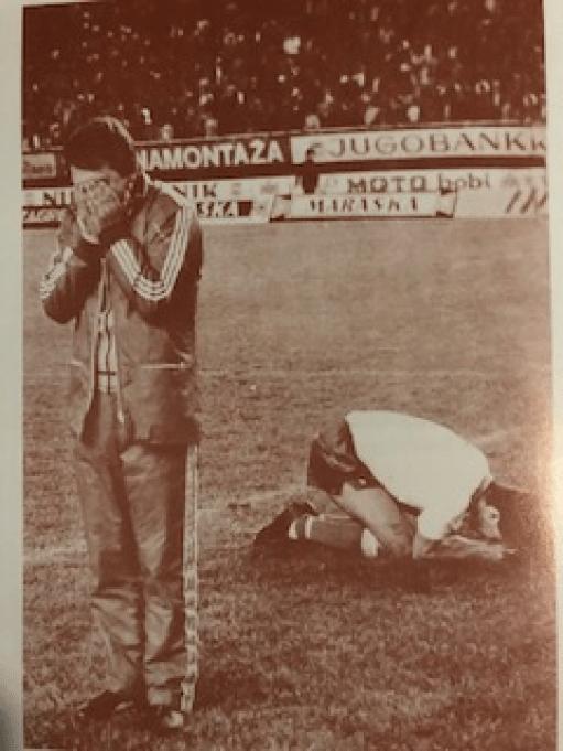 i calciatori di Stella Rossa e Dinamo Zagabria ricevono la notizia della morte di Tito | Numerosette magazine