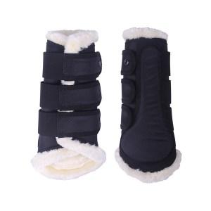 Karvasuoja, Qhp Tyylikkään näköiset, joustavat jalkasuojat, jota voidaan käyttää sekä edessä että takana. Suojassa on pehmeä karvavuori