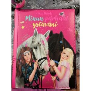 """Ystäväkirja, Miss Melody. Ihana ystäväkirja jokaiselle ystävälle. Kirjassa hauskoja kysymyksiä ystäville sekä tietenkin myös """"minä itse""""osio."""