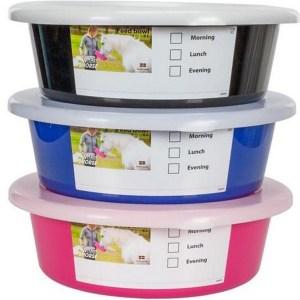 Feed Bowl 6L Ruokinta-astia Kätevä ruokina-astia,jonka kyljessä tarrra ruokinta-ajankohtaa varten. Huom kansi tilataan erikseen.
