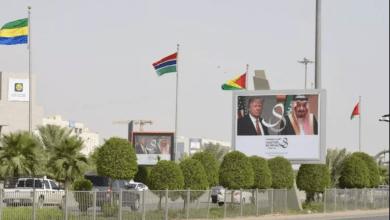 Photo of د سعودي پلازمینه «ریاض» د ټرمپ په انځورونو او امریکايي بیرغ پوښل شوې