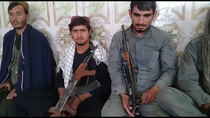 غزني کې طالبانو ته تسلیم شوي عسکر