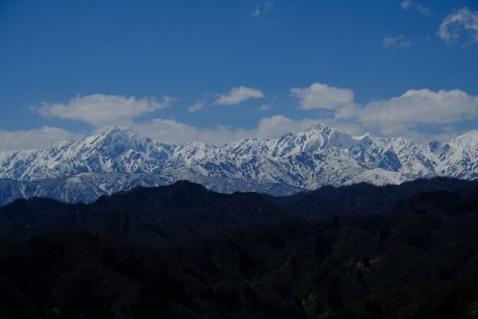 アルプスを望む。鹿島槍ヶ岳と五竜岳だと思います…