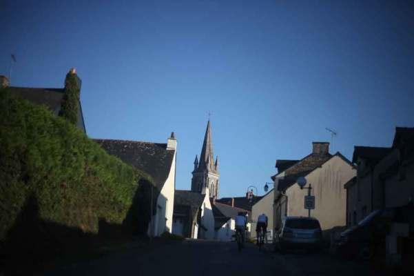village Avenay Val d'Or dans le clip Pôle Emploi du rappeur français Nunsuko