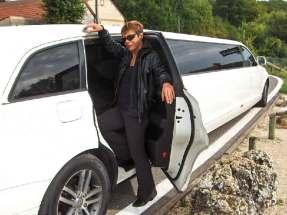 Nunsu danseuse limousine route du champagne Epernay Dizy Champillon dans le clip Pôle Emploi du rappeur français Nunsuko