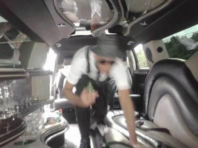 silhouette floue Nunsu Artiste limousine dans le clip Pôle Emploi du rappeur français Nunsuko
