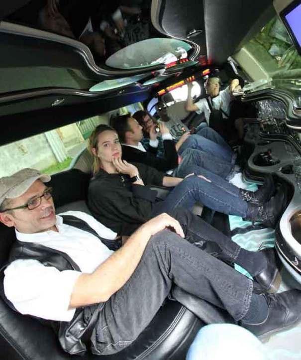 portrait groupé making of limousine Nunsu artistes dans le clip Pôle Emploi par le rappeur français Nunsuko