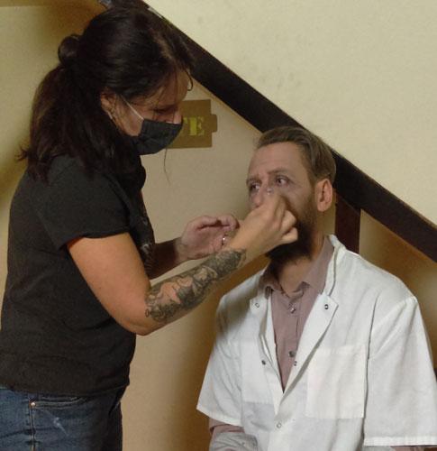Plume, artistes ardennaises, réalise différentes prestations artistiques, dont le maquillage