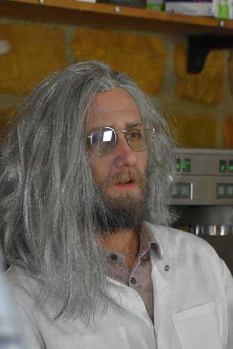 Le professeur Raramoult en direct du clip de Nunsuko