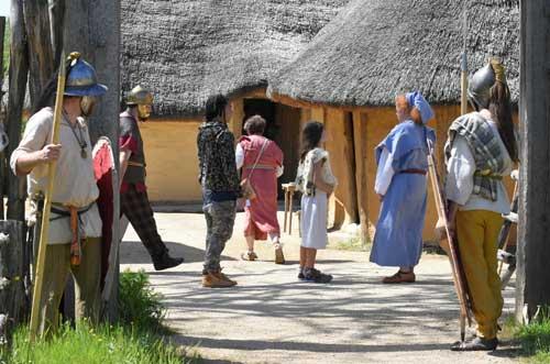 Comment fonctionne les communautés dans l'époque Gauloise? Qui est le responsable du village?