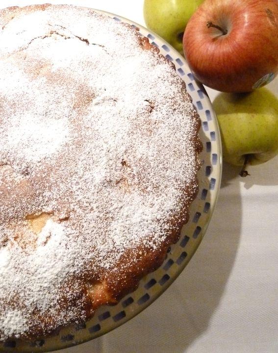 torta di mele con granella di nocciole