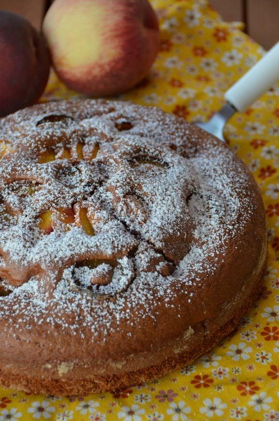 torta al cacao con pesche e prugne