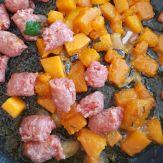 Pasta-di-semola-con-zucca-e-salsiccia-saltata-in-padella2