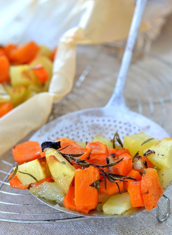 Zucca con patate e carote al forno profumata al rosmarino