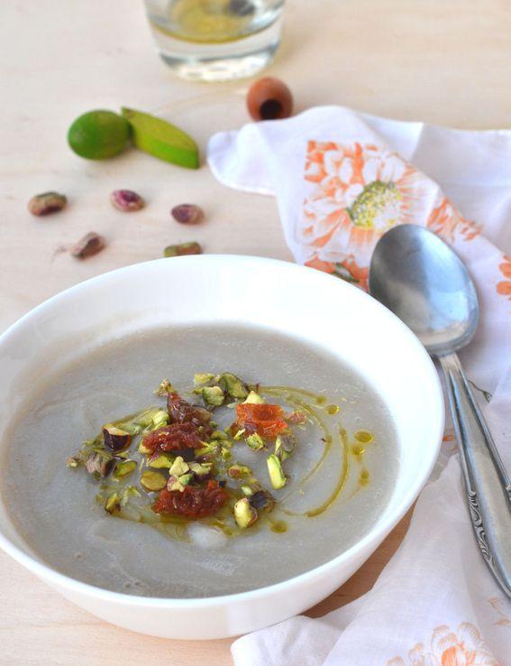 Vellutata di topinambur con pomodori secchi e pistacchi