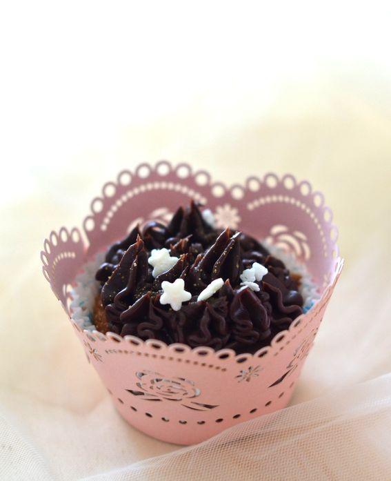 Cupcake soffici al cacao con frosting al cioccolato