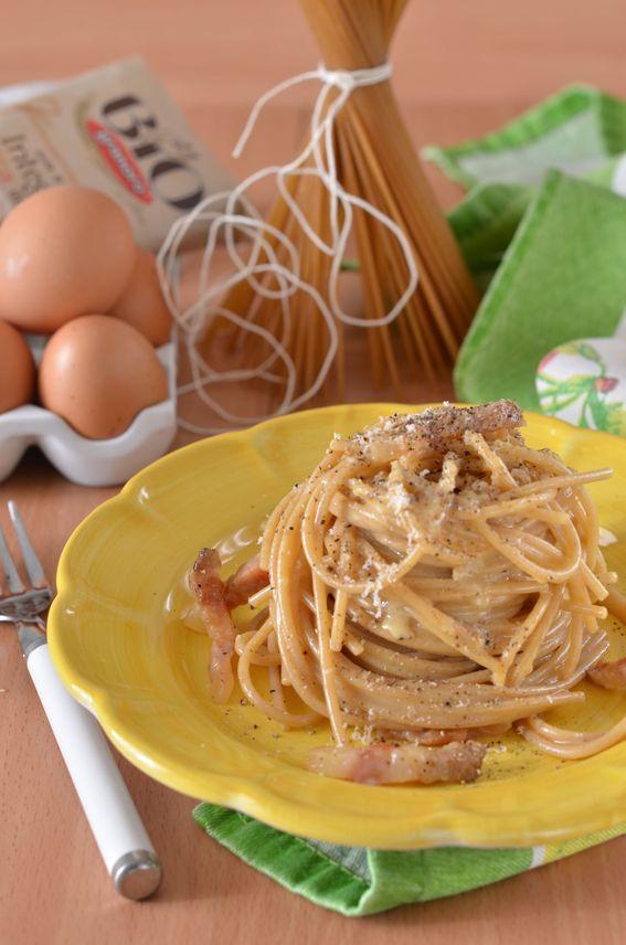 Spaghetti alla Carbonara ricetta tradizionale con guanciale