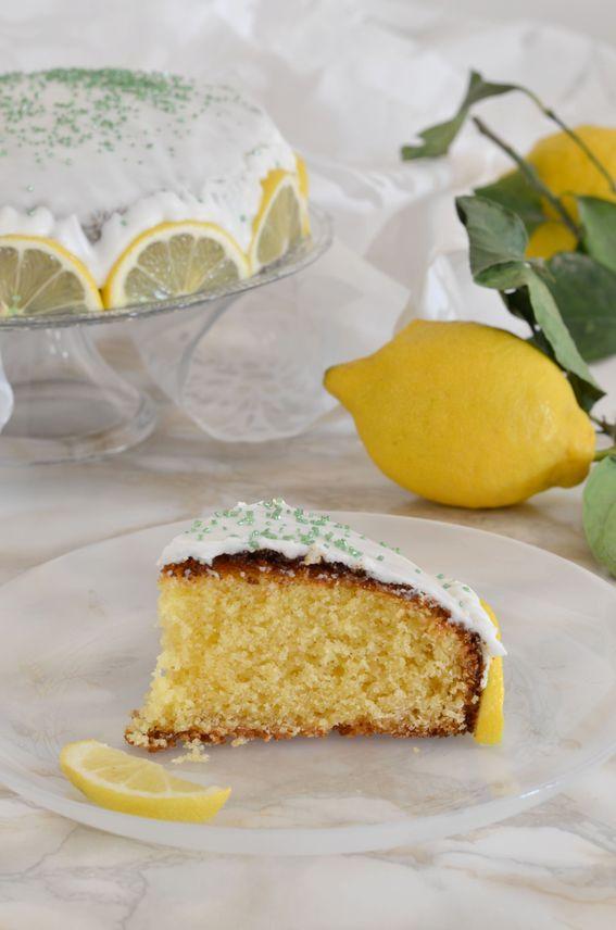Torta al profumo di arancia e limone con copertura di glassa