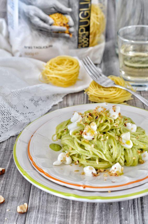 Tagliolini con crema di zucchine robiola e nocciole tostate