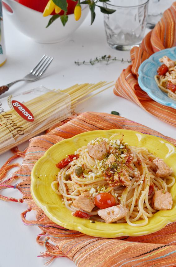 Boscaioli con tranci di pesce spada pomodorini e granella di pistacchi