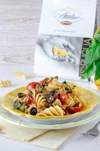 Granfusilli con pesce persico pomodorini e olive nere