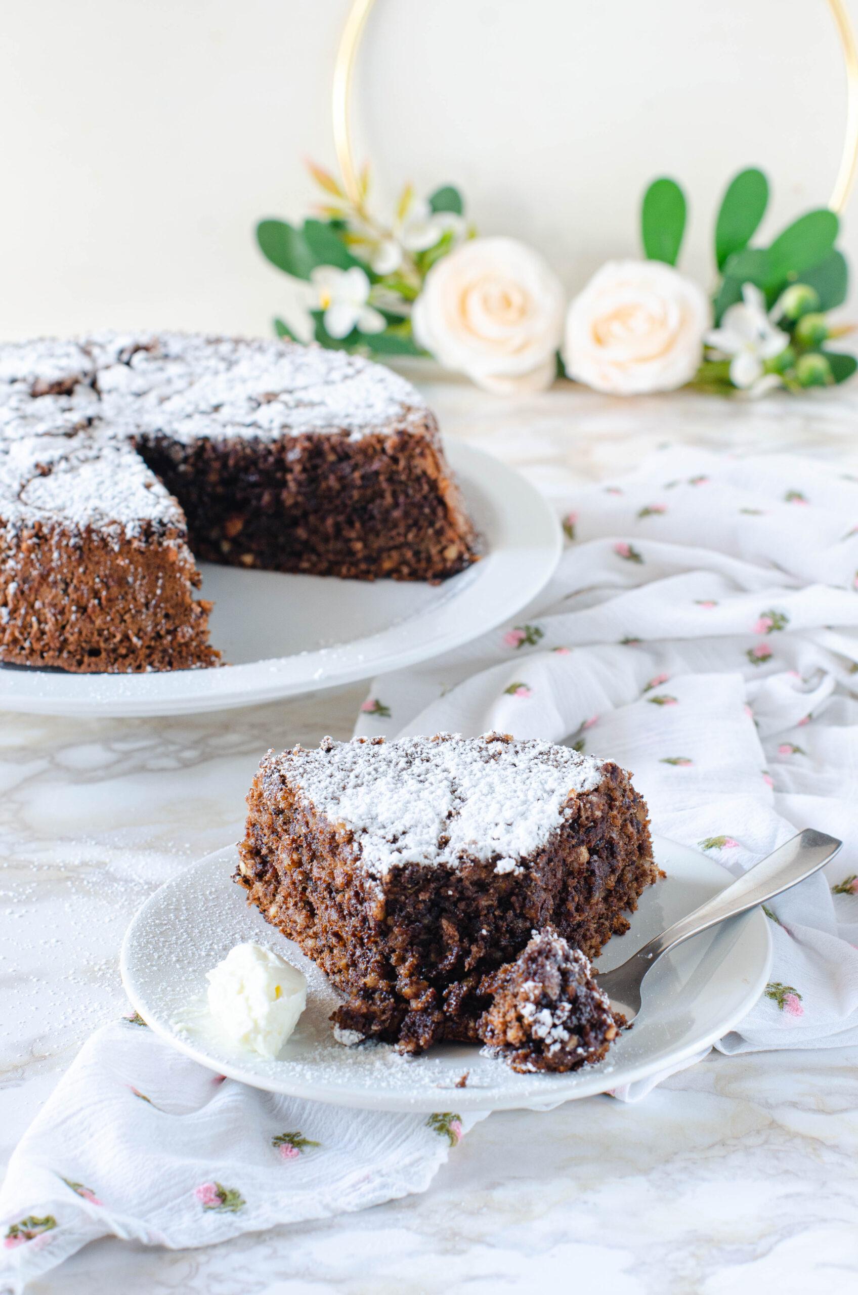 Torta Caprese al cioccolato senza burro con quenelle di philadelphia